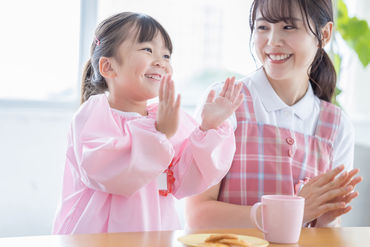 子どもたちと一緒に楽しく遊んだり、 時には優しく指導したり… 子供好きにピッタリのお仕事です♪ ※画像はイメージです
