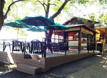【カフェ/ボートSTAFF】\OHKの「金バク」に取り上げられたお店♪/緑に囲まれて、落ち着く空間でお仕事できる☆学生さん大歓迎♪土日のみの勤務◎