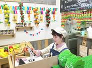 ≪お店はくいだおれ太郎のお隣★≫ 道頓堀のにぎやかな場所にある、可愛いPOPな外観が目印!