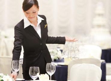 【カフェラウンジSTAFF】≪シャングリ・ラ ホテル東京内/カフェラウンジ≫28Fにて東京を一望しながら働ける♪週3~OK!☆安定収入&時間応相談☆