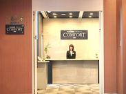 コワーキングスペースのあるキレイな室内♪企業の会議や説明会・イベントで利用いただくお客様の受付・ご案内をお任せします◎
