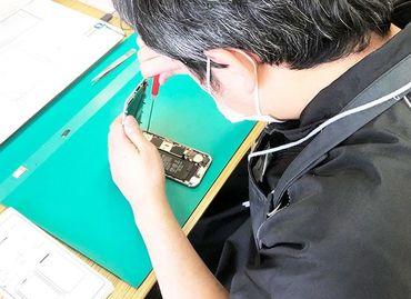 【iPhone修理スタッフ】初めてでも安心♪iPhoneの部品交換や調整など難しいスキルや専門知識は不要!裏方作業が基本なので近所の目も気にならない◎