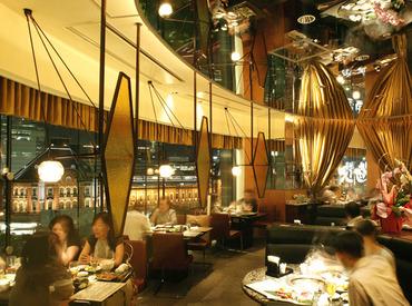 【ホールSTAFF】丸の内の三菱美術館の入り口にある昼はカフェ、夜はイタリアンとワインが楽しめるモダン空間♪★しっかり働ける方高給優遇★