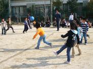 子どもたちとドッチボールなど♪笑い声が溢れる職場で一緒に楽しく働けるチャンス☆