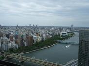 窓の外には広い景色♪観光地、浅草ならではの眺望は、お昼も夜も眺望バツグン★