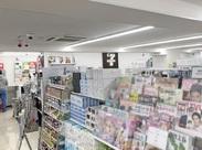 昨年5月にリニューアルしたばかりの店内は、一般的なコンビニより広々★開放的な空間です!