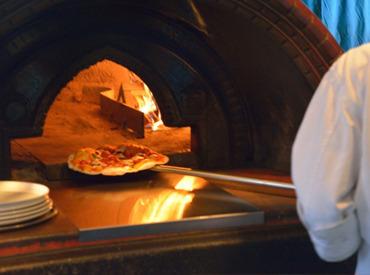 \料理に興味のある方は是非ご応募を♪/ 慣れてくれば、本格的なピザも焼けるように!