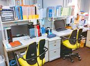 事務スタッフさん1人ひとりに 専用の席とデスクトップをご用意いたします◎