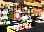 店内はすてきなお着物や、小物がいっぱい。 お客様と一緒に、お気に入りの 一品を探す時間も楽しいですよ♪