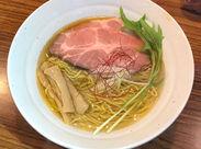 濃厚なスープに麺が絡みます♪ まかないも無料ですので、食べてみてくださいね! あなたのお気に入りが見つかるはず◎