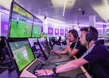 VARとは…2020年より導入が決まったシステムのこと! 試合中に主審から見えない事象を、映像で判定します★