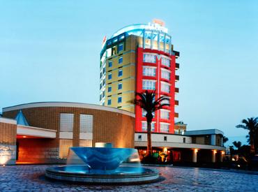 ≪車の場合≫国道16号「横田基地」の目の前のホテルです。