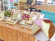 焼き立てパンの香りに包まれてお仕事♪訪れるお客様も地域の方が多いので、穏やかな雰囲気のお店です◎