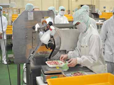 【作業STAFF】☆大手スーパー「カスミ」の精肉センター内でのお仕事です☆お肉の盛付け・パック詰めなどとってもカンタン&シンプル作業♪