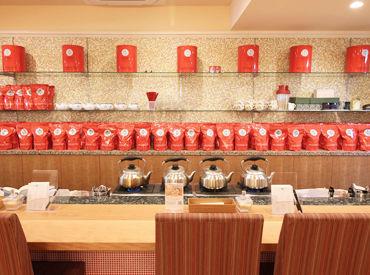 かわいいパッケージも魅力的な紅茶はずらっと100種類★香り高い最高級の紅茶に囲まれながら、お仕事しませんか♪