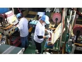 【製品の加工・検査】高品質な各種自動車用プラスチック製品の成形加工を行うメーカー工場での製品の加工・検査スタッフ募集です!