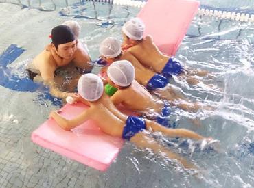 【プールのインストラクター】≪まずは先輩コーチのサポートから始めましょう◎≫【14:00~19:00】で週1~≫扶養内やかけもちにも♪