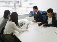 オフィスは綺麗でオープンな空間!活気があります◎ 助け合い・教え合いを重視しています♪