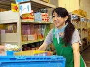 お菓子・レトルト商品を扱う倉庫内は常温なので、1年中快適★働きやすいので、多くの男女スタッフが活躍しています*