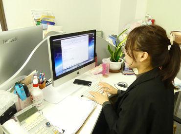 \お仕事風景はこんな感じ/ キレイなオフィス勤務♪土日祝日はお休みなので、平日5日からシフト希望をおうかがいします◎