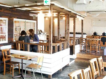 【カフェStaff】\フリーターさん大歓迎!/表参道駅からスグ!骨董通りにあるアートカフェ。≪週3日~OK≫ 一緒に楽しくカフェご飯づくり♪