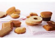 チャプチーノのカップケーキは、カラフルなデザインがかわいい!ハッピーな気分になれるスイーツ専門店で働きませんか?+*。