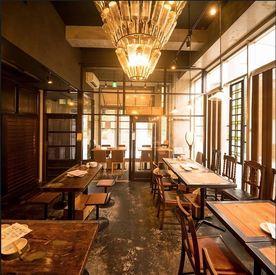 【ホール】\ここゾ、THEお洒落バイト/ドア開けてビックリ…シャレオツな店内にイケイケSTAFF、美味しそうな料理―。<NEW STAFF急募!>