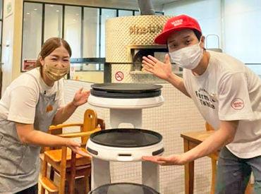 """新スタッフ""""配膳ロボットくん""""が入社してくれました♪笑 今日もお皿やお料理を一生懸命運んでくれています◎"""