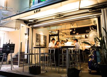 代官山の中でも、 ひときわお洒落なお店『LB8』♪ NYにあるBARのような雰囲気。 躍動感あふれる オープンキッチンも特徴的です*