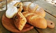 オリジナルの小麦粉、高品質のバター。天然酵母を用いたフランスの伝統的な製法で、とってもおいしいパンをお届けしています♪