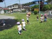 自然に囲まれた環境+広い園庭の中で元気に育む子どもたちと一緒に喜んで、成長を見守れる貴重なお仕事です♪