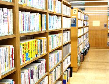 図書館でのお仕事! 免許さえあれば経験年数は問いません★ ※写真はイメージです