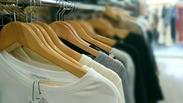 <ファッションショップ店員♪> 私服で勤務ができるから、 いちいち着替える手間もなくそのまま働ける◎ 服に囲まれた職場です*