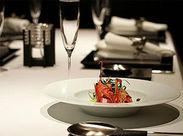 従業員食堂には魅力的なメニュー多数。【1食300円】で小鉢付の定食や麺類が食べられます!29日肉の日やイベントメニューの日も。