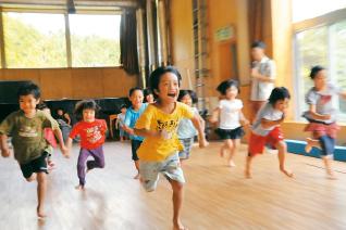 元気な子どもたちからパワーをたくさんもらえる、やりがいのあるお仕事☆子どもの笑顔が大好きな方をお待ちしています!