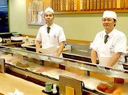 那覇空港内だから海外の方も多数来店! 来日後すぐに日本のスシの良さを知ってもらえる 絶好の店構えです!