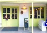 こちらがカフェスペースを併設した、「Demerara Bakery」新店舗のお写真!\連日大人気です☆/
