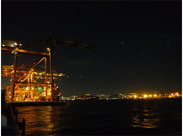 実は・・・「周辺の夜景がきれい」と評判の工場地帯です! 勤務前に、現場見学もできます♪