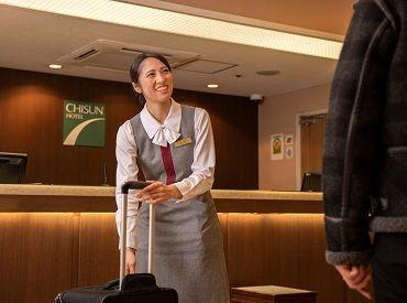 フロントスタッフは、地域の魅力をお客様にご提案していくことで、旅の時間がより楽しいものになるようお手伝いをしていきます。