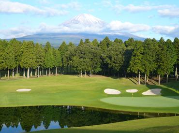 なんとゴルフ場の利用無料!! 仕事の時間に合わせてゴルフの練習を楽しむスタッフも♪ お客様がいない日はコースにも出れます◎