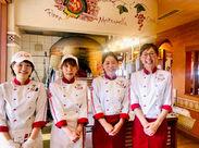 オシャレな制服も人気なんです☆学生~主婦さんまで幅広い方が活躍中!バイトデビューにも安心の場所です!!