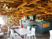木材が織りなすアーティスティックな空間が目を引く、 一軒家風カフェ(*・ω・)ノ 働くStyleが柔軟な「呉音」にいらっしゃい♪