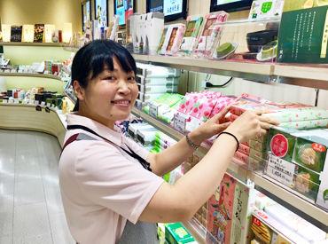 駅構内の店舗なので、品出しも簡単♪ 【トイレ掃除】や【揚げ物】もナシ! バイトデビューの方も働きやすい環境です★