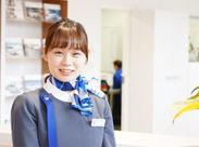 <キレイな受付でお客様をお出迎え◎> 白を基調とした受付です!まずは「いらっしゃいませ♪」と笑顔で挨拶から始めましょう!