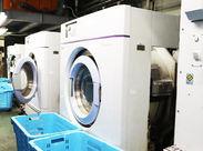 ↑こんな洗濯機で洗濯をしています! シンプル作業なので未経験でも安心です! クリーニング割引など、見逃せない特典付★