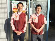 店長の金沢です!(写真一番左) バイトデビューも応援するので、一緒にお店を作りましょう♪