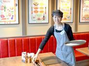 学校帰りに入りたいあなたも、 お昼だけ働きたいあなたも♪ みんな大歓迎☆楽しくオシャレに働こう(*´▽`*)