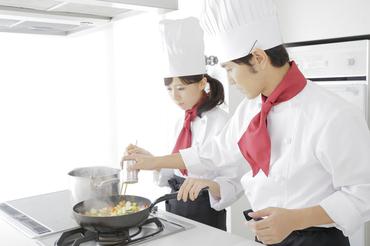 【料理長・料理長候補】オープニング店舗もあり◎憧れの料理長として、店舗のマネジメントに挑戦!お客さまもスタッフもみんな笑顔に!