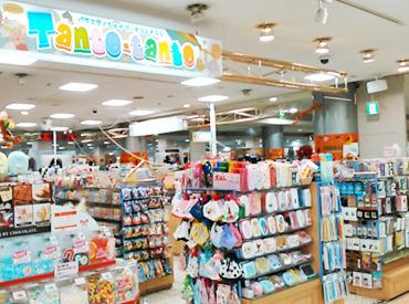 【雑貨販売STAFF】<*アクセサリー・コスメetc.*>トレンドのアイテムが揃ったかわいい雑貨店で大募集♪▼土日に勤務できる方、大歓迎!