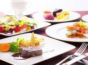 """お客様のホテルでの思い出に華を添えるのが、""""お食事""""の存在。オークラにしかない洋食の味を提供しましょう。"""
